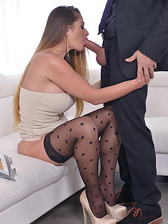 Blowjob in nylons